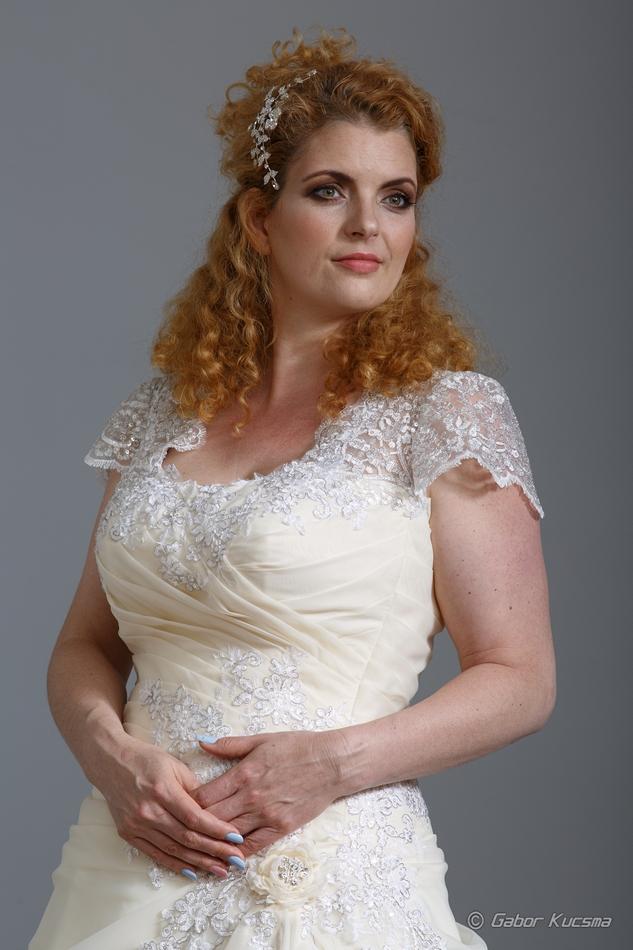 Cecília Esküvői ruhaszalon, pezsgő színű, molett menyasszonyi ruha