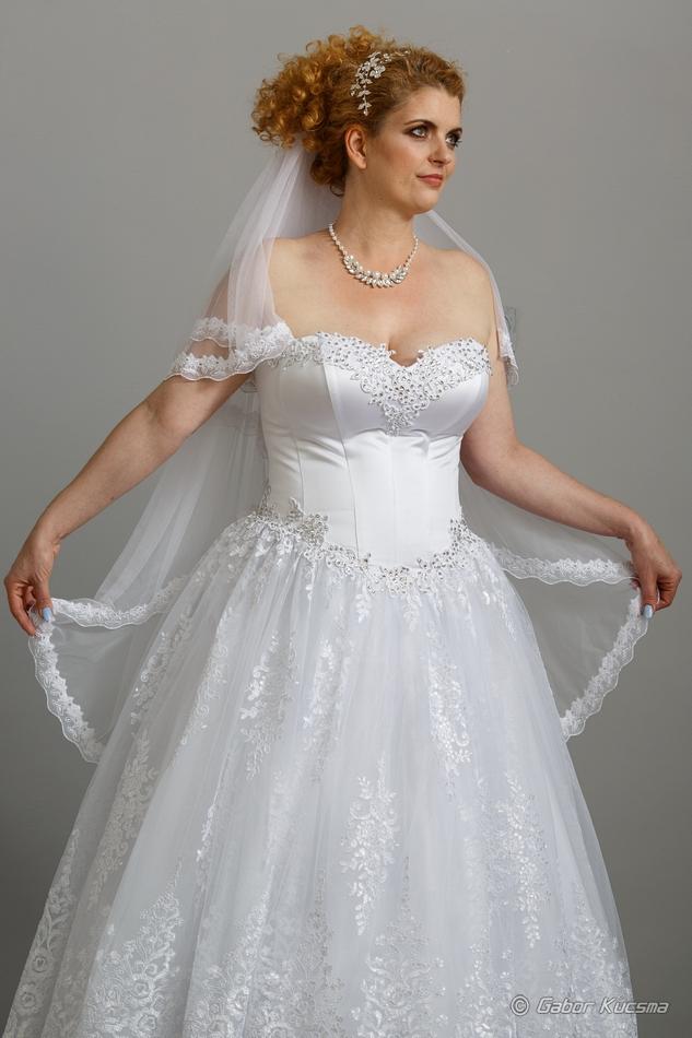 Csipke molett menyasszonyi ruha-Cecília Esküvői Ruhaszalon