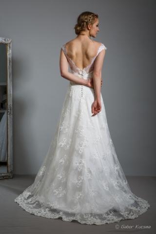 kivágott hátú menyasszonyi ruha