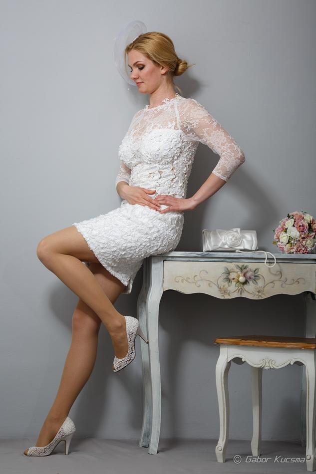 rövid csipke menyasszonyi ruha