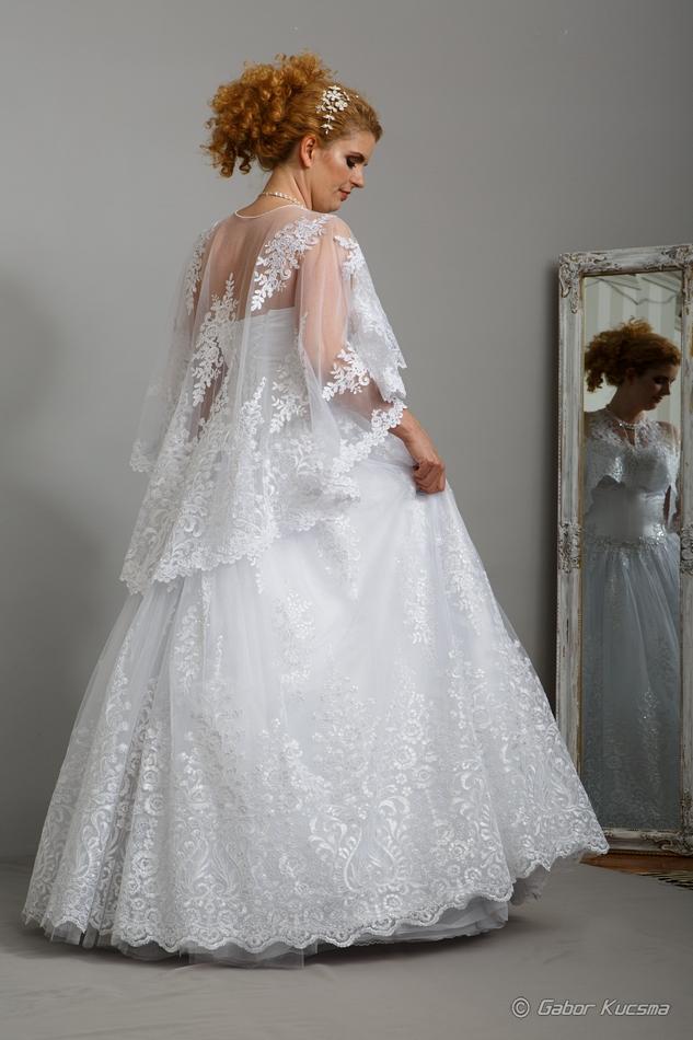 Csipke menyasszonyi ruha, molett ruha