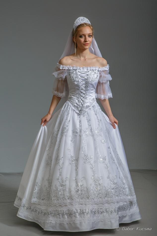 díszmagyar menyasszonyi ruha
